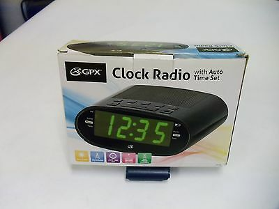 GPX C303B Dual Alarm AM/FM Clock Radio with Time Zone/Daylight Savings Control