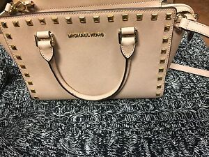 Michael Kors purse for sale!!!