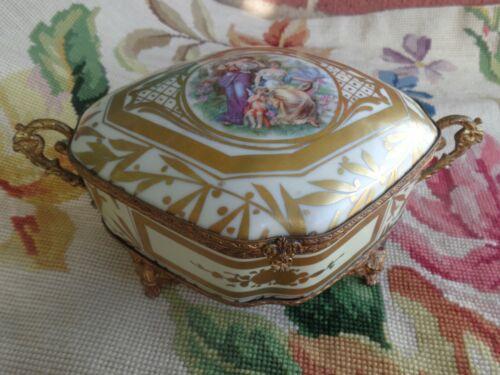 ANTIQUE FRENCH GOLD GILT ORMOLU PORTRAIT CHERUB LADIES PORCELAIN DRESSER BOX