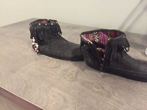 Full leather Winter Moccasin Size 4