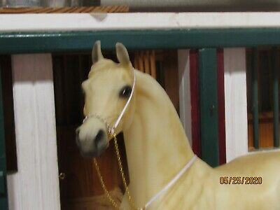 Jaapi - WHITE/GOLD chain Arabian Show Halter-fits Breyer