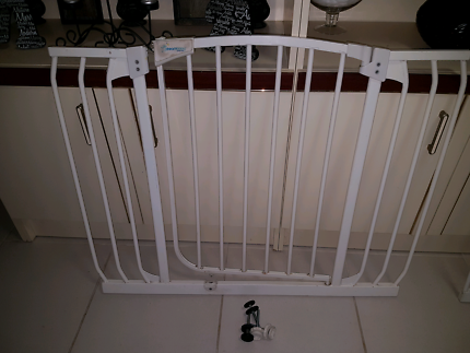 Baby gate 92cm wide with screws