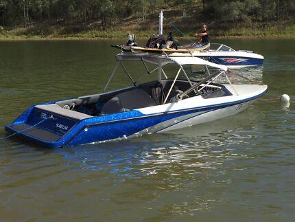 Ski/wakeboard boat