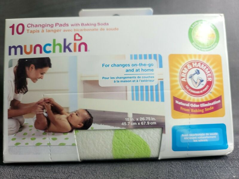 Munchkin Arm & Hammer Disposable Changing Pads with Leak Proof Liner Box of 10