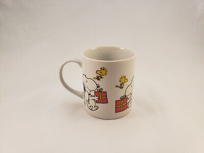 1958 1965 Peanuts Snoopy Woodstock Christmas Tree Present Ceramic Coffee Cup Mug ()