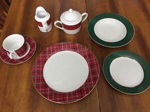 Complete 8 piece dish set