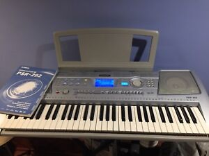 Yamaha Keyboard PSR 292 with stand, barely used