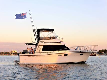 CARVER 3272 CONVERTIBLE ** BUDGET BUYING - PLENTY OF ROOM ABOARD*
