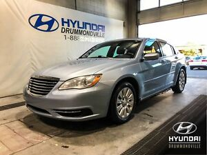 CHRYSLER 200 LX + A/C + CRUISE + MAGS + WOW !!