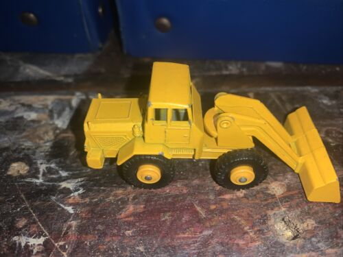 Vintage Lesney Matchbox 69 Yellow Tractor Shovel Very Clean Condition - $14.50