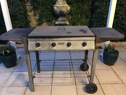 4 burner flat top BBQ with plate and grill