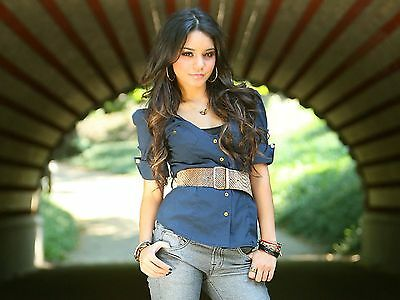 Vanessa Hudgens Unsigned 8X10 Photo  73