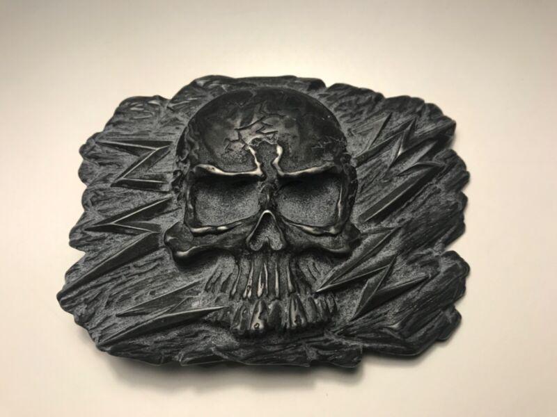 Skull and lightening bolts belt buckle in a vintage,distressed matte black plait