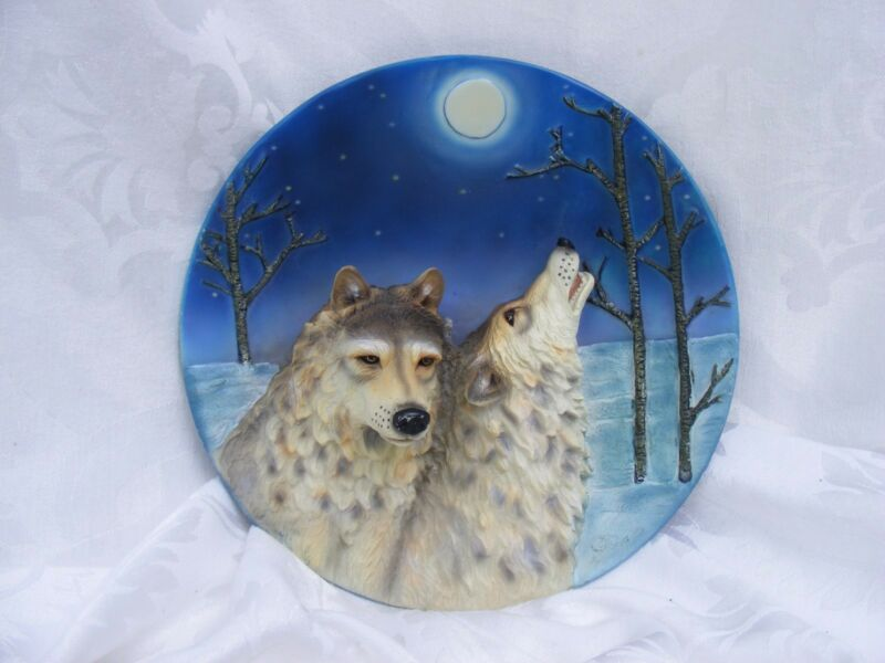 WOLF PLATE, 3D Decorative Wolf, Call of the Wild Collectable Series