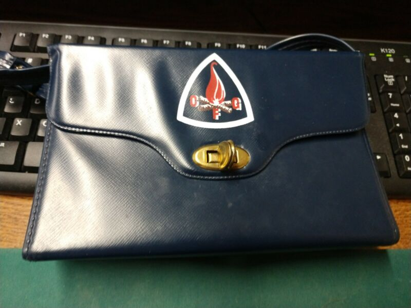 VINTAGE CAMP FIRE GIRLS PLASTIC/VYNIL PURSE WITH BUILT IN COIN KOIN-BANK NOS
