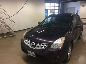 Selling 2013 Nissan Rogue AWD & Sunroof