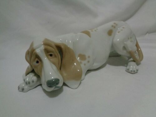 Genuine Museo First Edition Porcelain Large Bloodhound Hound Dog
