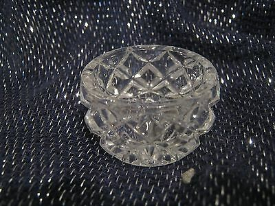 Very pretty & very small glass bowl approx 1ins tall x 1½ ins wide