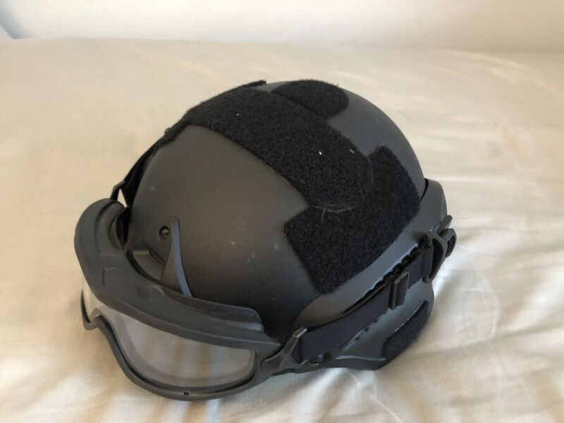 Airsoft Unbranded Bump Helmet w/ goggles