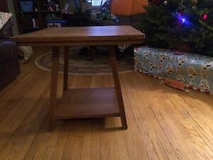 Antique coffee or end table