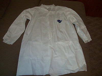 2 TYVEK WHITE COATS MEDIUM LAB COAT 3 POCKET