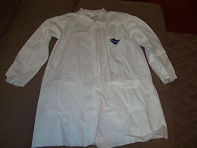 2 TYVEK WHITE COATS LARGE LAB COAT 3 POCKET