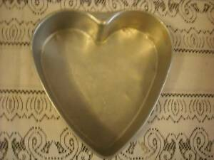 HEART TINS,Valentine  Ideal for birthday ,Anniversary,small weddi Eaglehawk Bendigo City Preview