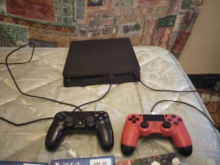 PlayStation 4 1tb slim + 4 games + 2 controllers