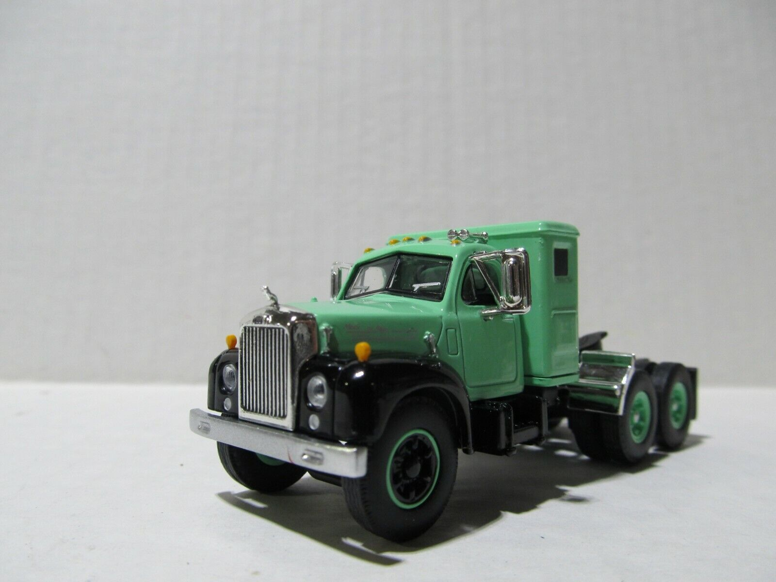 1ST GEAR 1/64 SCALE B MODEL MACK SMALL BUNK  BLACK & TEAL  SAME SCALE AS DCP