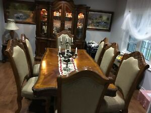 Traditional Solid Wood Dining Set