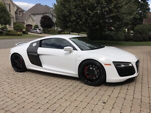 Audi r8 5.2 v10 2014 12500 km like new !