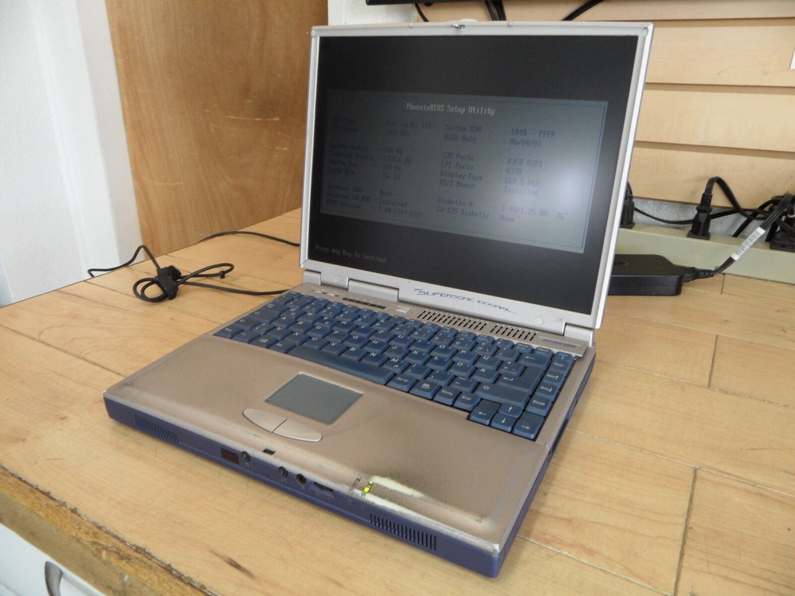 Gericom 1st Supersonic PIII Laptop For Parts Posted Bios No Hard Drive *