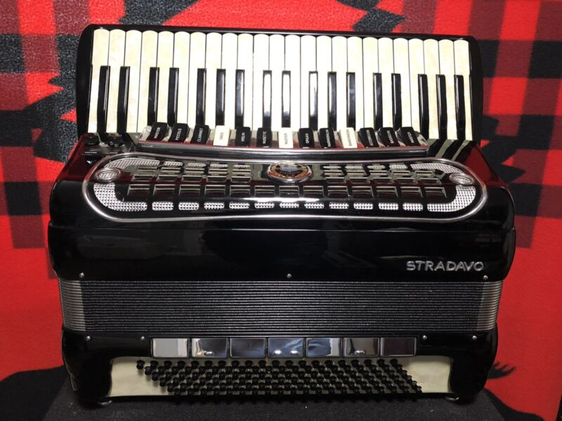 Stradavox Double Tone Chamber Professional Accordion