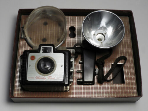 BROWNIE HOLIDAY CAMERA with FLASH HOLDER & DIFFUSER Vintage 1950s ORIG BOX BACK