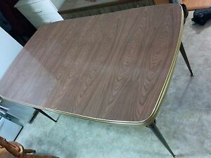 Dining table ( can deliver)