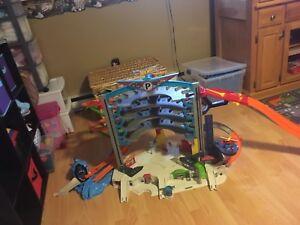 Ultimate Hotwheels garage with spiral Shark attack ramp