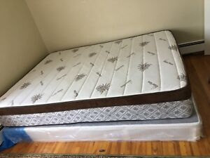 King bed with underneath too (selling both )