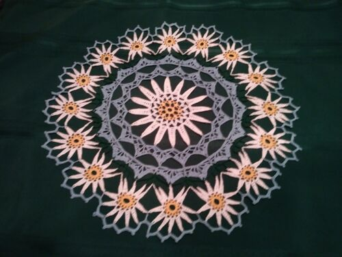 """DAISY TABLE TOPPER HAND CROCHETED DOILY NEW 20 """" BLUE, WHITE YELLOW STUNNING"""