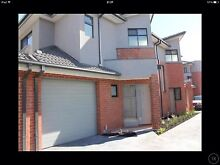 For lease rent Thomastown town house 2/3 bed room bedroom garage Thomastown Whittlesea Area Preview