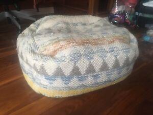 Floor cushions/poufs