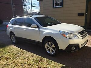 2013 Subaru Outback Touring Edition (LOW LOW Mileage)