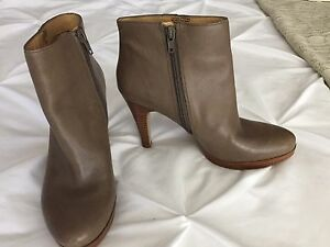Nine West ankle boots for sale!