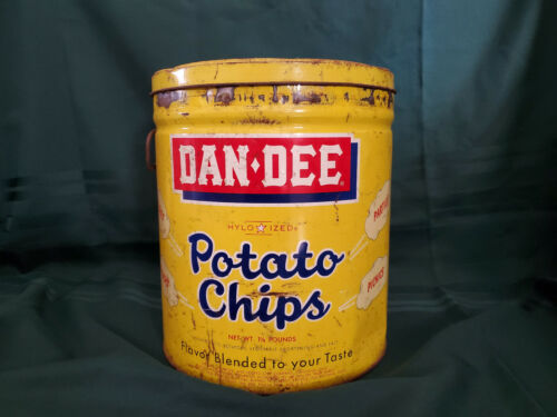 VINTAGE DAN DEE POTATO CHIPS 1 1/2lb. CAN TIN