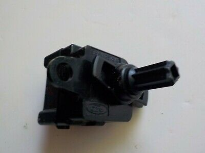 2000-2006 Ford Focus  A/C air blow motor resistor control switch 2000 Ford Focus A/c