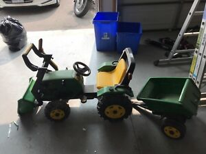 Ride on tractor and trailer