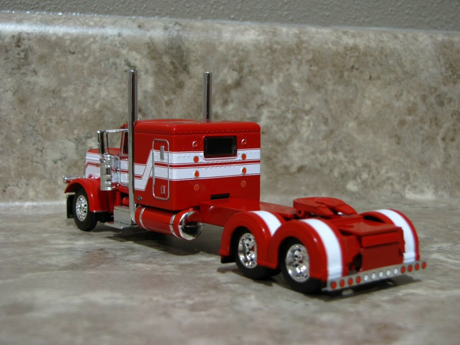 DCP 1/64 Red White Flattop Peterbilt 389 Semi Truck Farm Toy 2