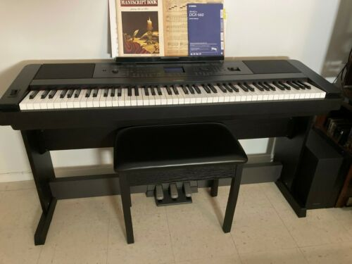 Yamaha DGX-660 88-Key Digital Grand Piano with Bench and Pedals