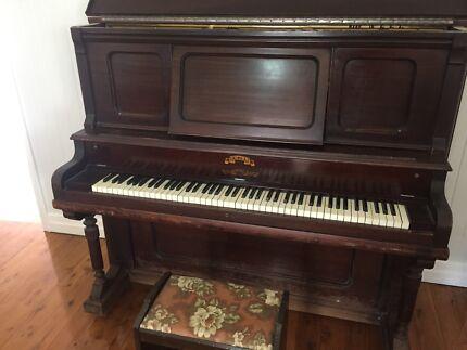 Piano - Victor