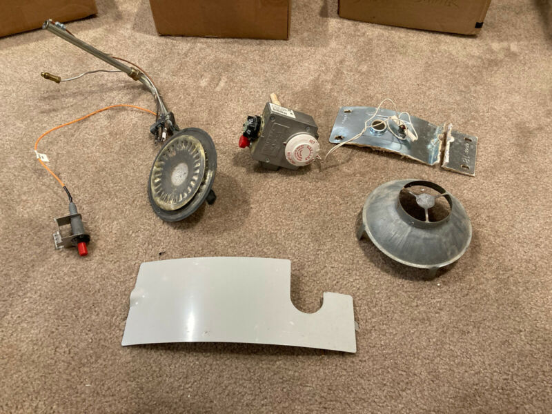 Bradford White Water Heater Water Nat Gas Burner assembly Gas Valve & Cover Used