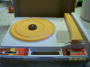 Vintage 1978 FISHER PRICE #825 RECORD PLAYER with NEEDLE  Works! 45 & 33 RPM